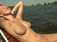 Amateur, Pijpbeurt, Op Een Boot, Schattig, Europees, Geld, Natuurlijke Tieten, In De Natuur, Outdoor, Oogpunt,