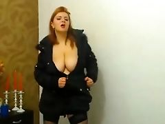 Babe, Big Natural Tits, Big Tits, Cleavage, Dancing, Webcam,