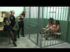 Biseksueel, Vrouwelijke Dominantie, In Een Gevangenis, Voorbinddildo,